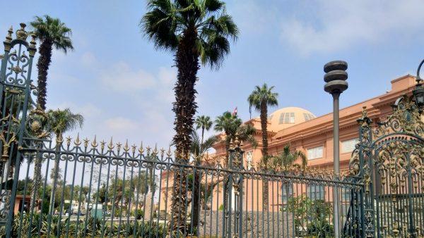 رحلة إلى الأهرامات والمتحف المصري بالقاهرة