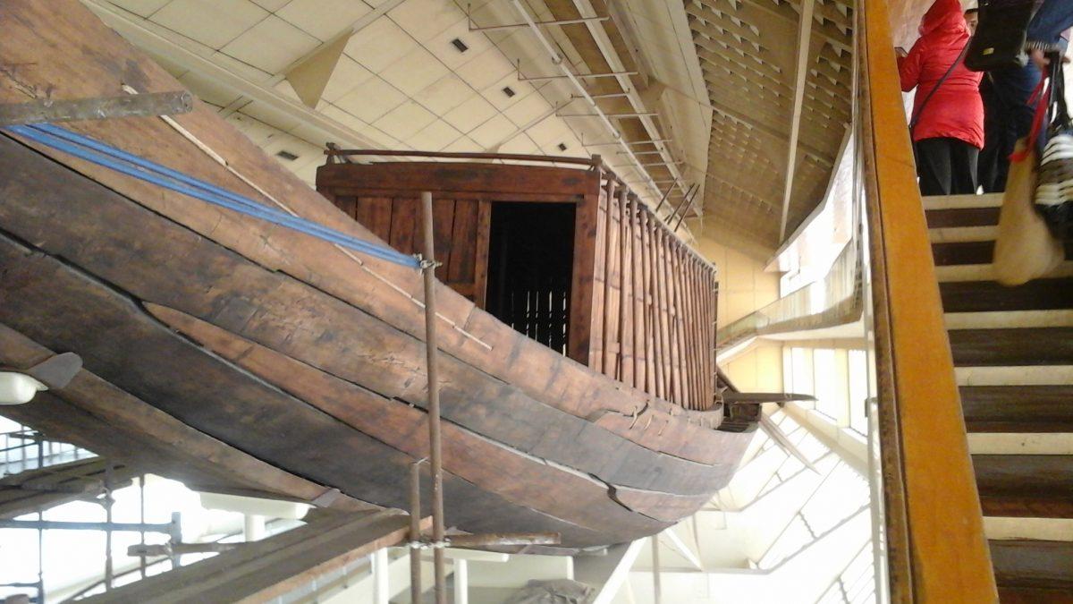 Підготовка до передачі першого човна Хуфу