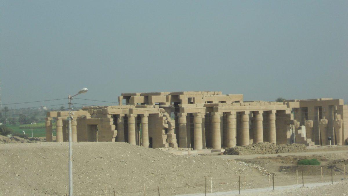 Храм Рамесеум