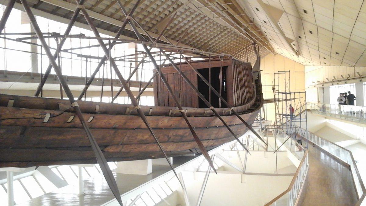 Przygotowanie do przeniesienia pierwszej łodzi Chufu